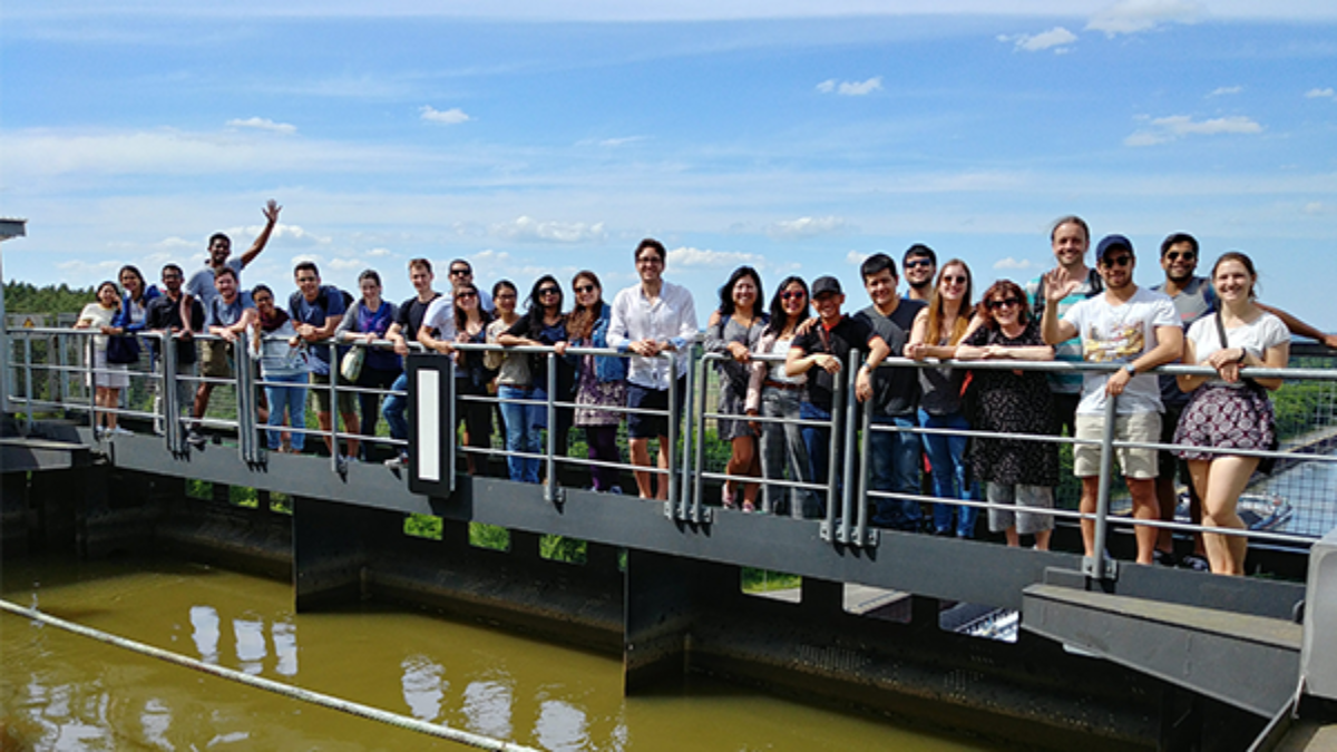 WAREM Excursion Mai 2018, shiplift Scharnebeck Group of students, standing in a row on the Shiplift Scharnebeck (c)